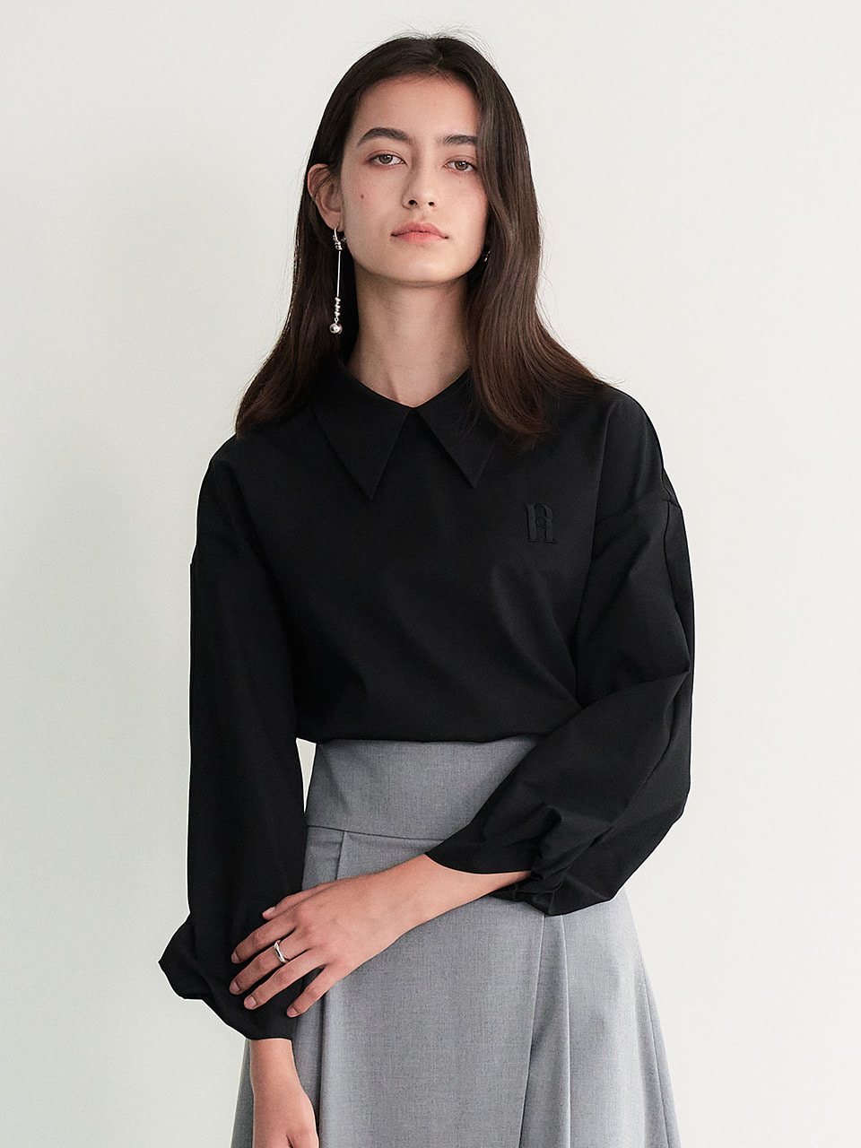 Sleeve twist long shirt (Black)