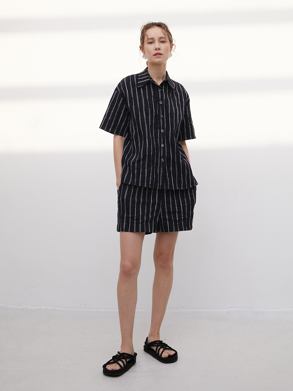 [HAGO] 3R Wrinkle Black Stripe Shirt