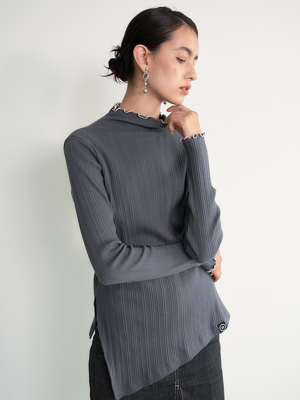 004 Cut-out Row-neck ribbed-knit (Grey)